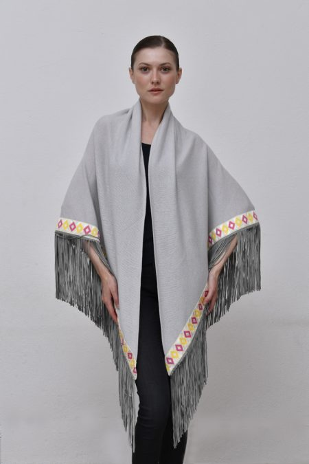 Cod. 13/32 – color Sasso – Trimmed cashmere shawl with suede fringes