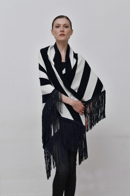 Cod. 13/53 – color Optical/Marino – Striped cashmere shawl with suede fringes