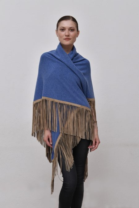 Cod. 13/18 – color Zaffiro – Gipsy cashmere shawl with color Beige suede fringes
