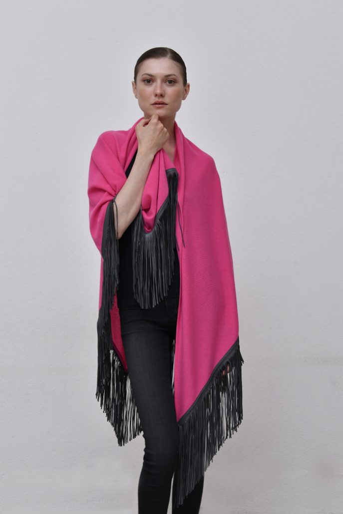 Cod. 13/18 – color Lampone – Gipsy cashmere shawl with color Dark grey leather fringes